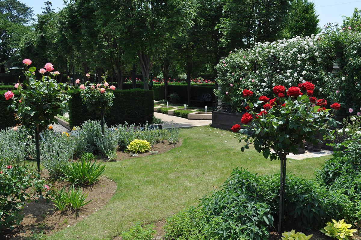 花の香り漂う園内