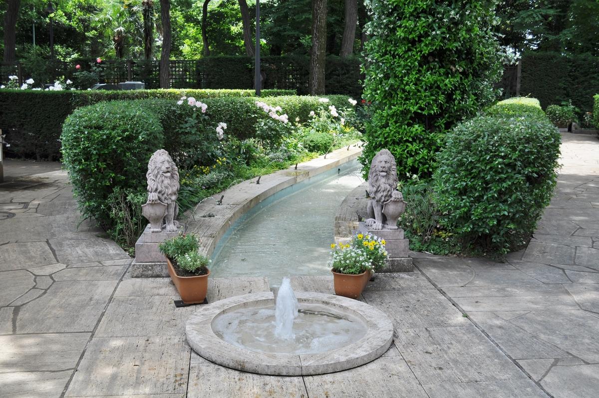 霊園内の噴水