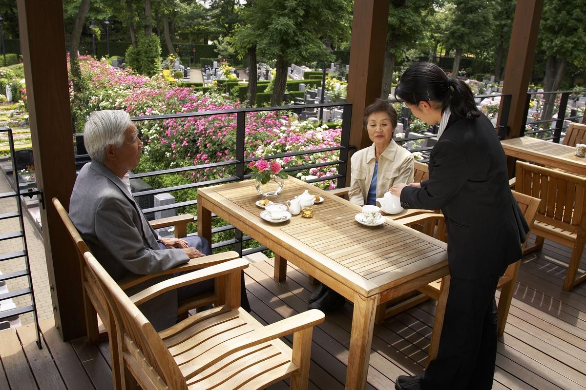 テラスでお茶を飲みながら園内を見下ろすことができます