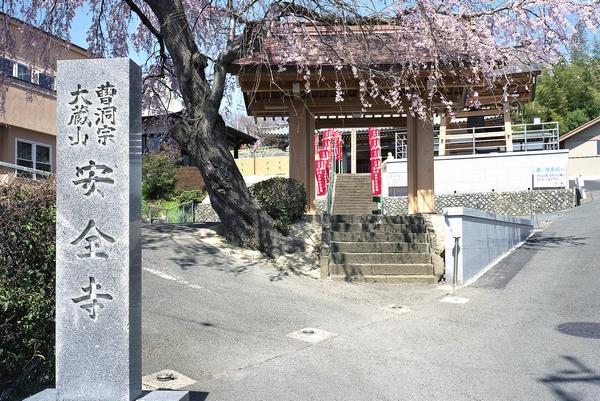 石碑と山門