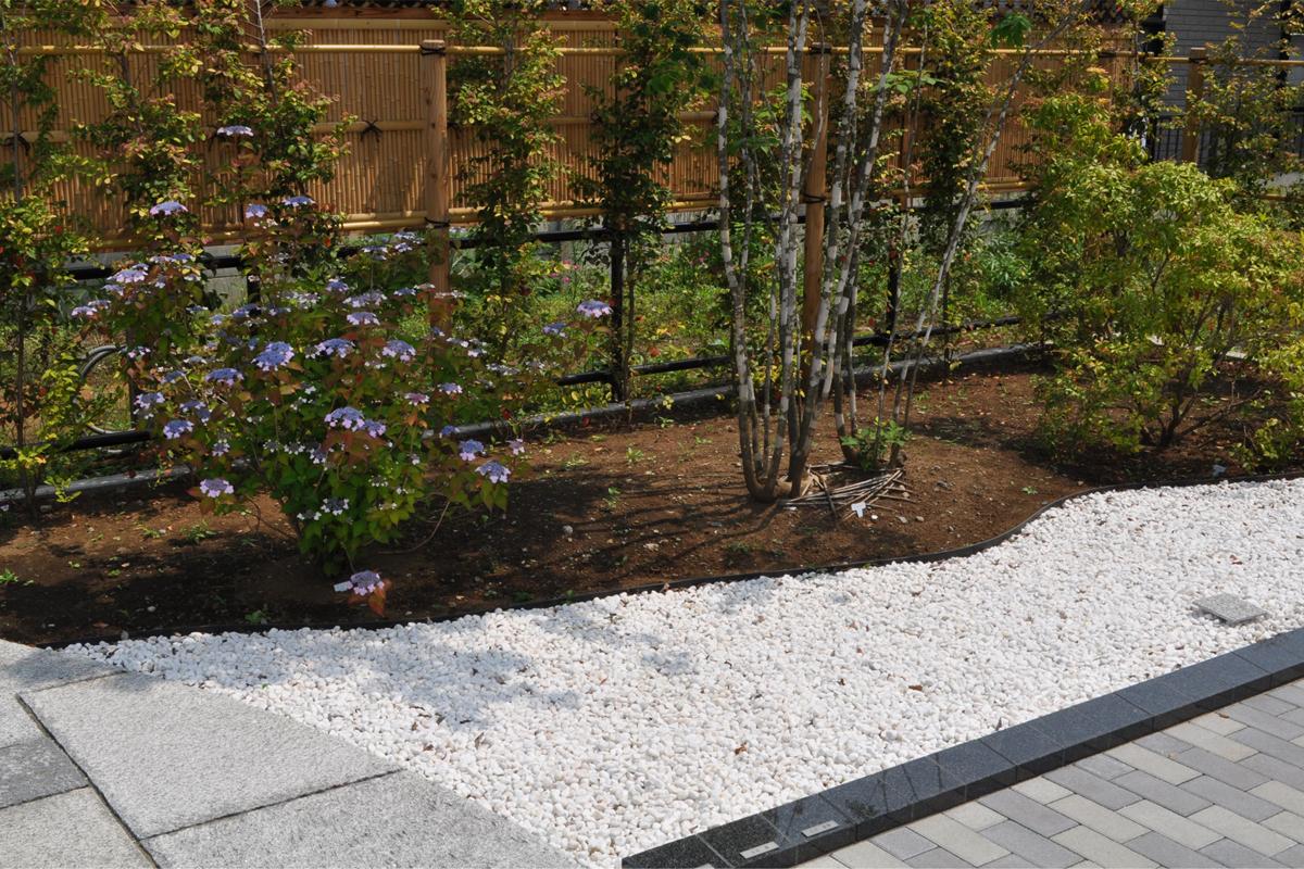 小平寳縁(ほうえん)の庭 雪